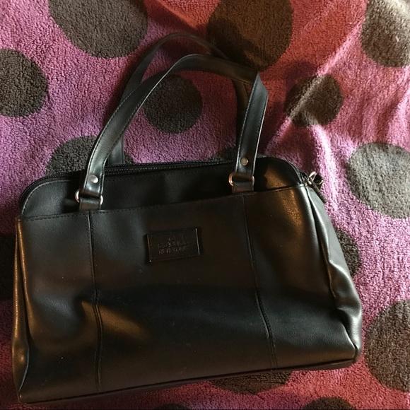 Classics New York Handbags - SPACIOUS Pocketbook